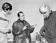 Al Davis, the Controversial and Combative Raiders Owner, Dies at 82 - NYTimes.com