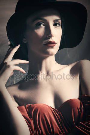 depositphotos_129879306-stock-photo-elegant-woman-portrait-with-hat.jpg (299×449)