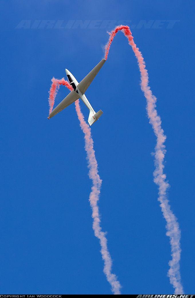 MDM-1 FOX glider aerobatics