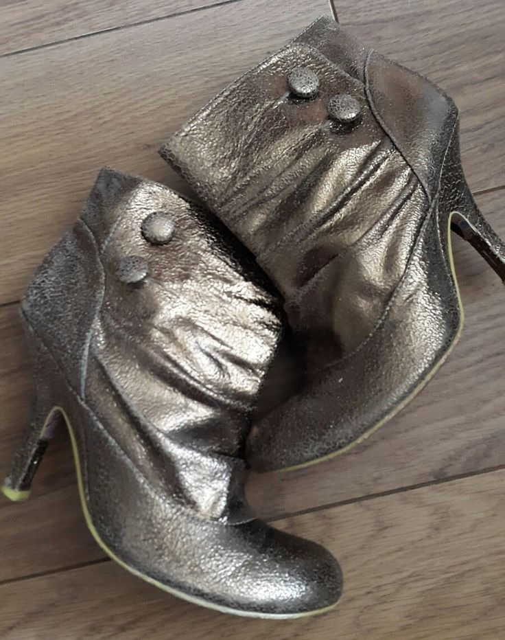 Rare gold spatz irregular choice ankle boots 5/38  Brought in 2005! Hard too find! Few scuffs on the insides of the boots & one of the heels but this doesn't deflect from the beauty of these gorgeous boots! I've tried my best too take close up pic's of the areas affected but its nt that noticeable.. as the overall style of the boot is a crackle effect too the leather anyway! Still in a good condition & ready too party :-) | eBay!