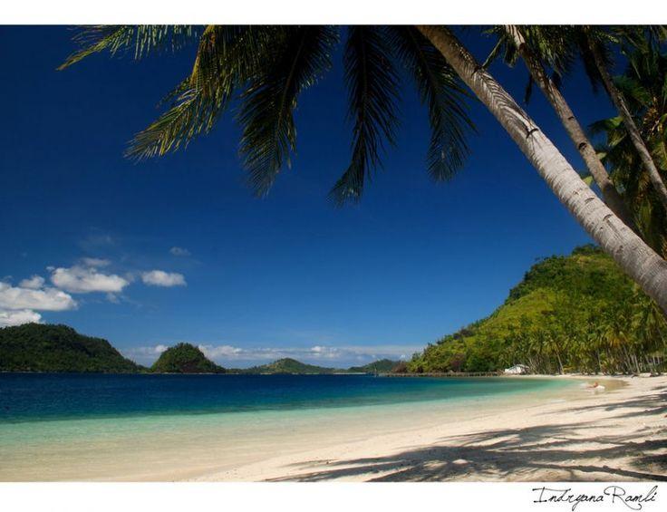 Hidden paradise yang ada di Sumatra Barat Sikuai Beach