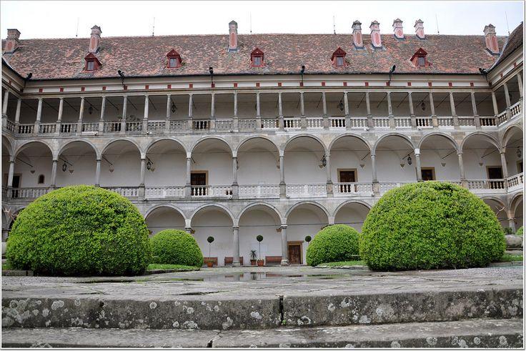 Nádvoří zámku Opočno
