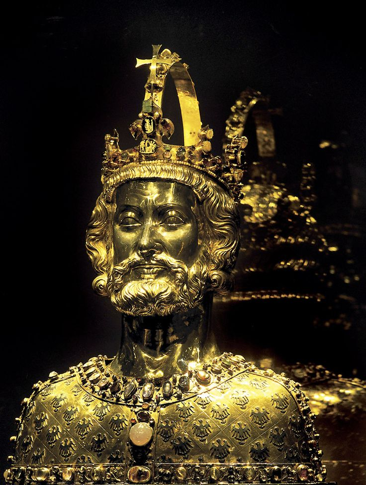 carolingian empire and charlemagne history Charlemagne was hailed as a new constantine and a new augustus  carolingians exploited the models presented by the roman imperial tradition to  support.