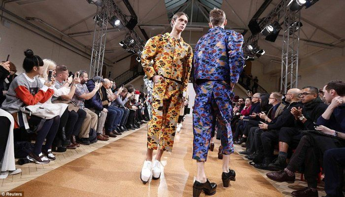 Oggi l'#uomo indossa i #tacchi #moda #fashion