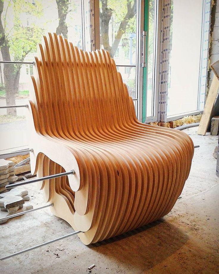 """Первое, почти готовое, кресло для зоны ресепшн бизнес-центра """"Северный вокзал"""".  Parametric chair of plywood for area reception in the business center.   #madfactory #madfactorydesign #madfactorykzn #parametric #design #parametricdesign #wood #interior #kazan #казань #параметрика #параметрическийдизайн #дизайнказань #дизайн #интерьер #интер�"""