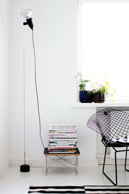 Flos Parentesi floor lamp from Plusminus Partners / Vitra's LTR-table / Bertoia's Diamond chair