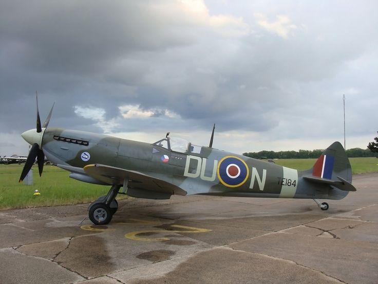G-MXVI - Spitfire Mk.XVI - Praha - Kbely (LKKB) - planes.cz