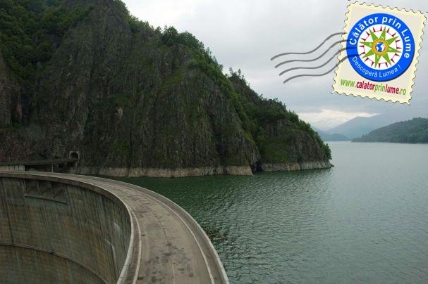 La Barajul Vidraru, in Arges