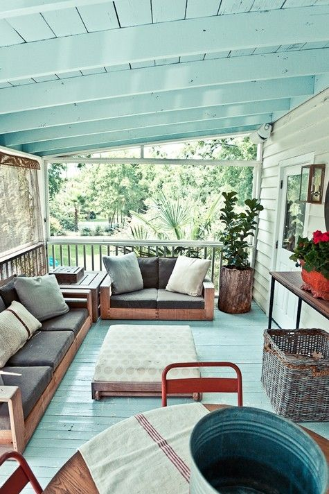 Im not really super into the rest of this house, but I love the aqua/turquoise three season screened in porch with painted floor and ceiling