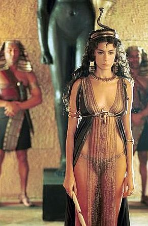 women's clothing Unlike the modern western world, women's clothing in Ancient Egypt tended to be more conservative than that of men. Throughout the Old, Middle and New Kingdom, the most frequently used costume for women was the simple sheath dress.