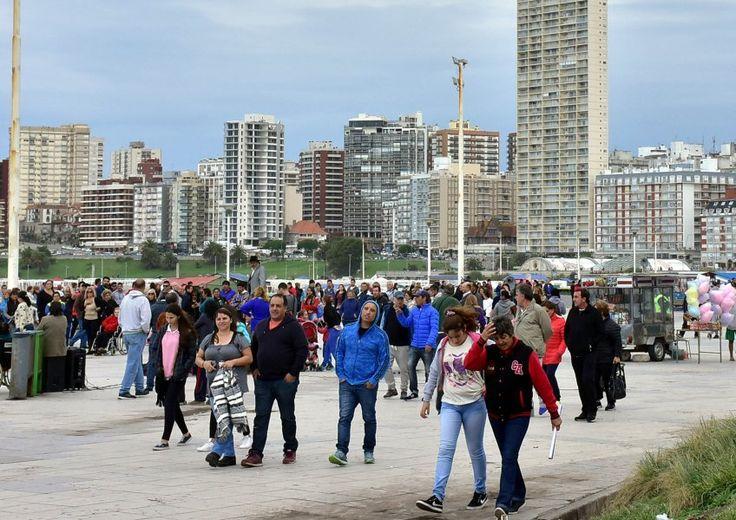 Calculan que se movilizaron más de un millón de turistas por el fin de semana largo      Según un informe del Ministerio de Turismo de la Nación... https://www.diariopopular.com.ar/general/calculan-que-se-movilizaron-mas-un-millon-turistas-el-fin-semana-largo-n329996?utm_campaign=crowdfire&utm_content=crowdfire&utm_medium=social&utm_source=pinterest #AlquilerDeFincas #PaquetesTuristicos #CasasCampestres #FincasEnMelgar #FincasEnArriendo #FincasParaAlquilar #FincasDeTurismo #AlquilerdeCabañas…