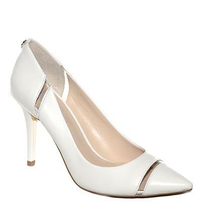 #Decoltè in pelle bianca con tacco medio alto a punta di #Guess  http://www.tentazioneshop.it/guess/decollete-fiala-court-bianco-guess.html