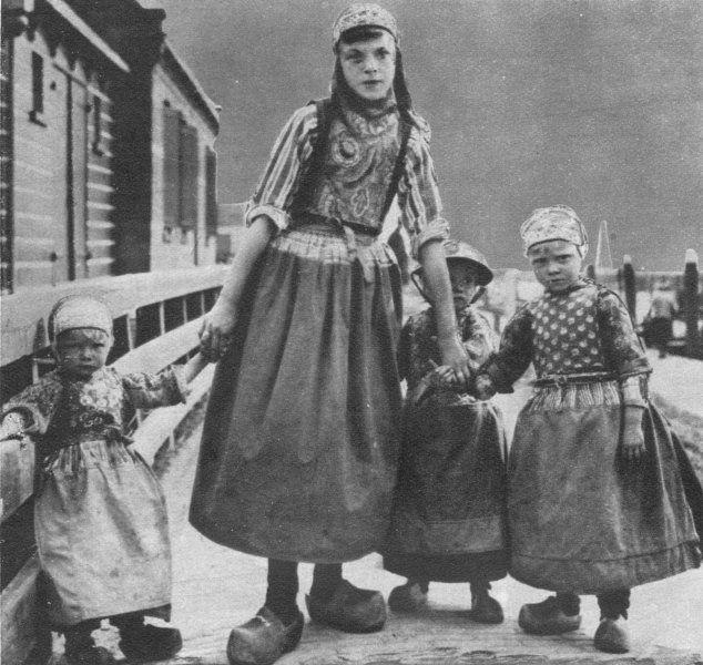Dutch Children in National Dress c1930 #NoordHolland #Marken