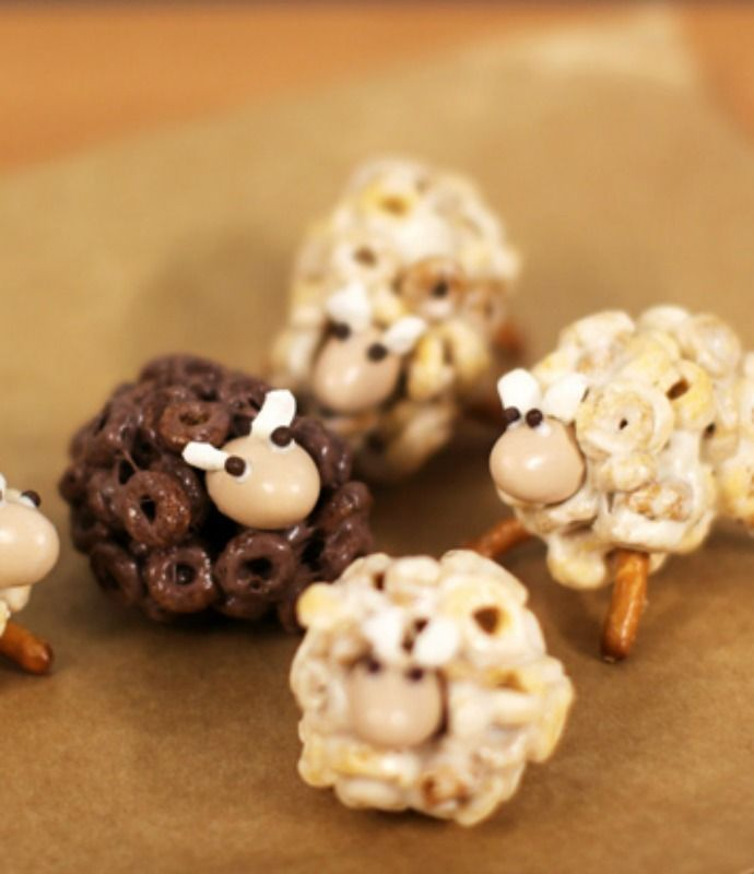 Turn classic Cheerios into a fun treat the kids cannot resist with this recipe for how to make cheerios sheep snacks! #Easter