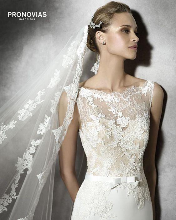 Tais by Pronovias Robe droite en guipure et dentelle. #pronovias #metz #mariage #marionsnous #robedemariee #onvasedireoui