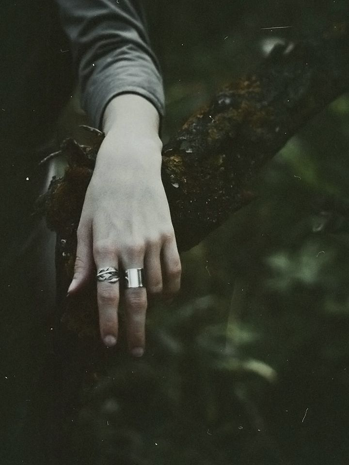 Swan ring by Folklorika, via Etsy (Photo credit: Natalia Drepina) #folkloriikka #folklorika