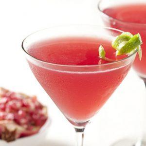 Cherry Pepper Martini   30 ml Absolut Peper Vodka   cateva picaturi de grenadine   sucul de la jumatate de lime   cirese proaspete, injumatatite, cu codita