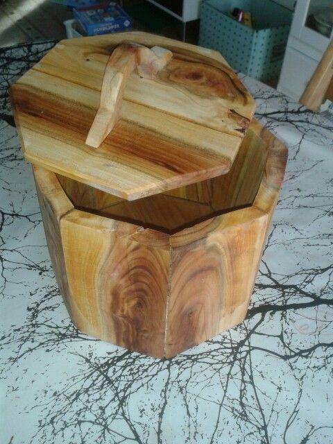 En æske af Mirabella træ. Made by Friis Hansen
