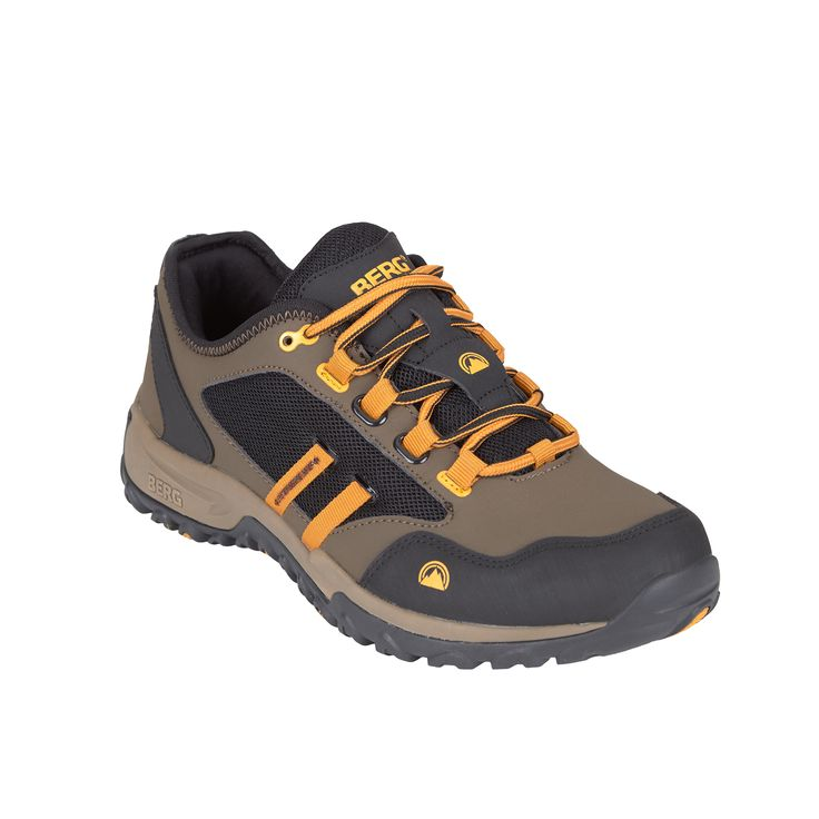 This sneaker featuring an instep secure system offers a remarkable performance on urban terrains.
