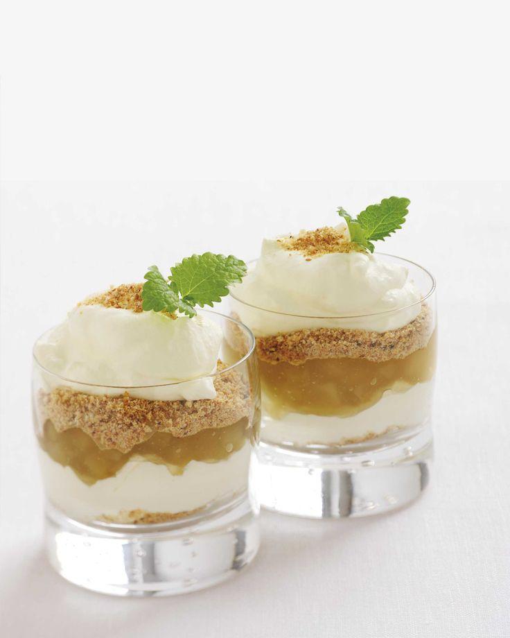 Klassisk gjenganger på dessertbordet er denne knasende gode desserter bestående av flere lag med eplemos, krem og kavring.