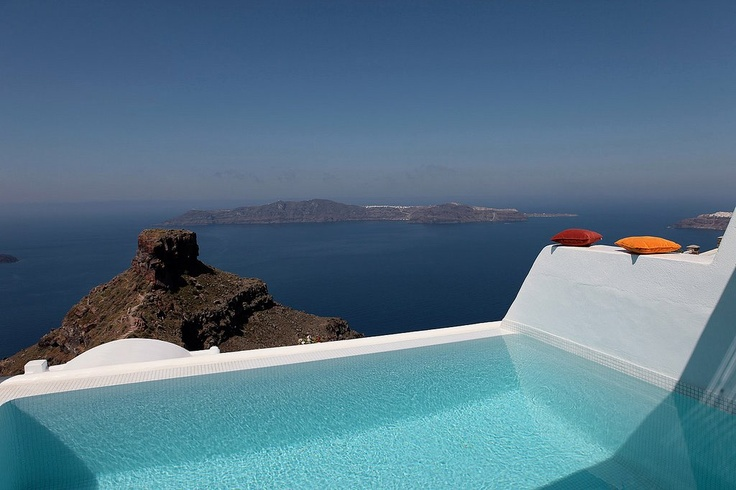 Imagine looking at this view from the privacy of your own pool? Dreamy...