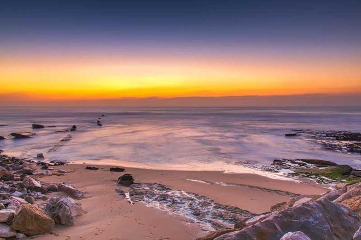 Portugalia este una dintre cele mai ieftine și frumoase destinații de vacanță din Europa. Deși este o țară destul de mică, Portugalia reușește să le ofere vizitatorilor săi experiențe variate, de la plaje largi udate de valurile uriașe ale Atlanticului și insule fermecătoare în mijlocul oceanului, la sate izolate de munte și metropole colorate și pline de viață.   #Portugalia
