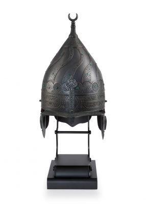 İmparatorluğun vazgeçilmez ritüellerinden olan merasimlerin önemli bir parçası olan miğfer, dekoratif bir figür olarak tasarlandığı bu ürün ile mekanlarınıza şıklık getirecek. 7.000 TL