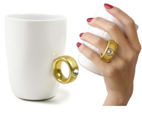 Romantyczny kubek z uszkiem w kształce pierścionka. / The Bling Ring Mug.