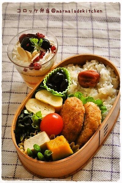 ポテサラコロッケ 卵焼き ホウレン草の胡麻和え 高野豆腐とカボチャの煮物 黒豆 プチトマト プリン