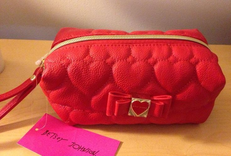 Betsey Johnson Be Mine Boxed Loaf Quilted Hearts Cosmetic Make Up Bag