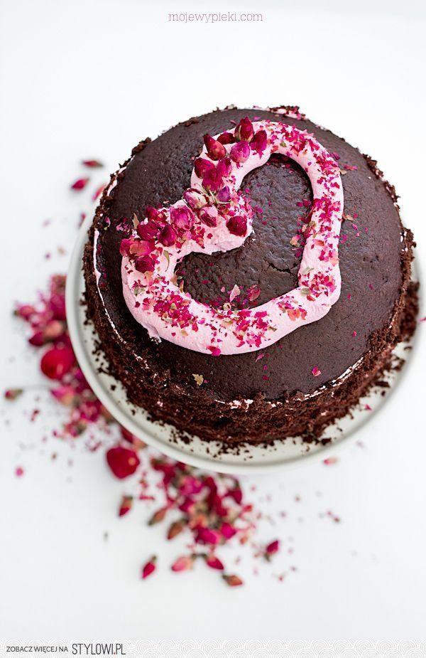 Moje Wypieki | Tort czekoladowo - różany z malinami na Stylowi.pl