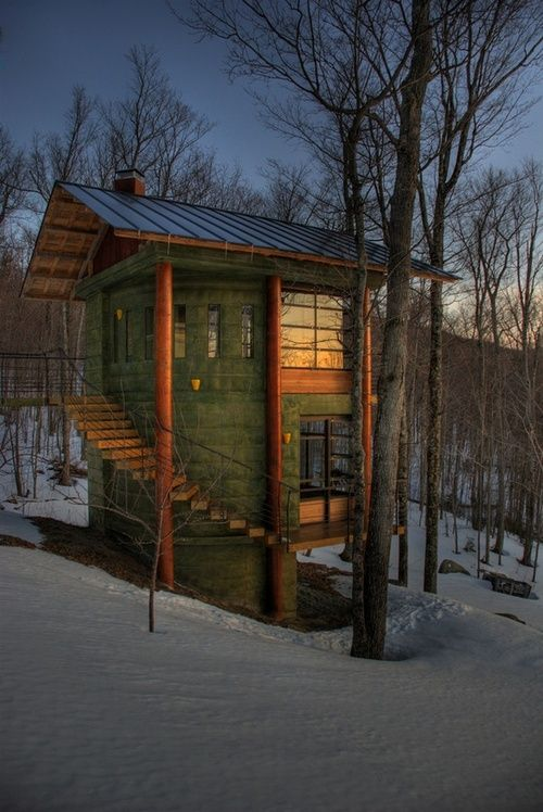 You could be warm in all that cold there in this treehouse.