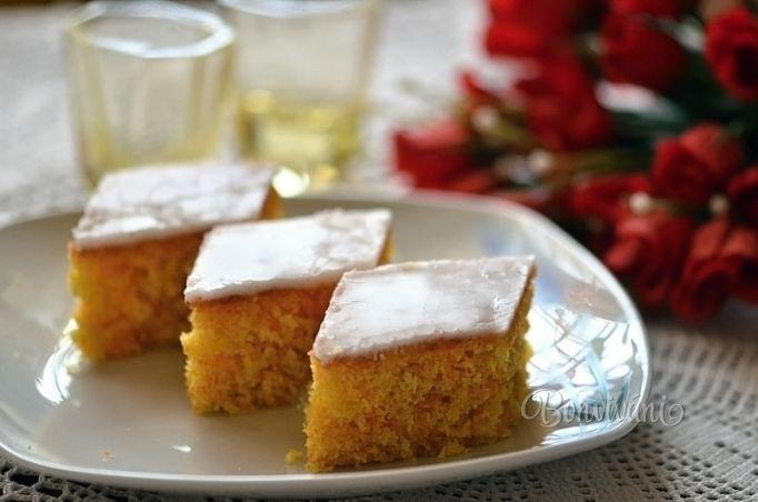Mrkvový koláčik s citrónovou polevou