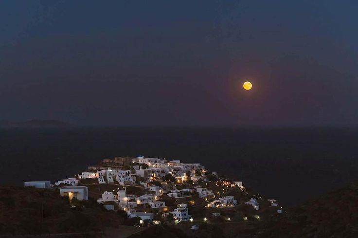 Sifnos island (Σίφνος) Stunning Kastro village under the full moon