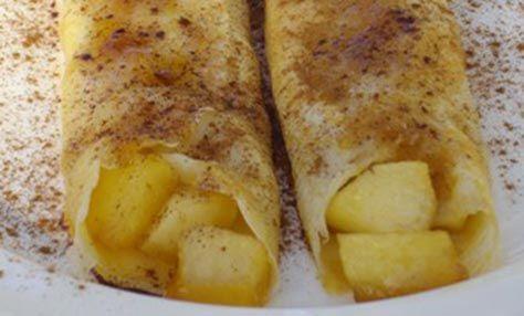 Αρωματικές και ελαφρώς γλυκές κρέπες που θα θέλατε να τις φάτε και σκέτες. Για τη γέμιση ετοιμάζετε καραμελωμένα μήλα μέσα ...