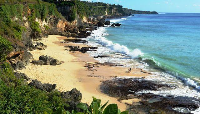 Meski cuaca lagi panas, tapi tidak menghalangi niat saya untuk berkunjung ke pantai-pantai tersembunyi, yang masih sepi dari pengunjung, dan tentunya memberikan keleluasaan bagi saya untuk melakukan apa saja di pantai-pantai tersebut. Saya memang rada nggak betah mengisi liburan saya hanya dengan berdiam diri di rumah. Berhubung sedang berada di Bali, maka tentu rugi kalo …