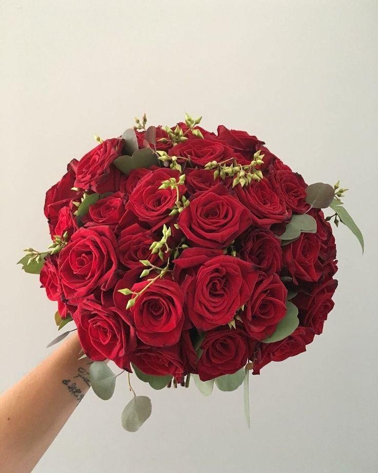 CBR448 wedding Riviera Maya Marsala red roses bouquet/ ramo de novia de rosas rojas magic red