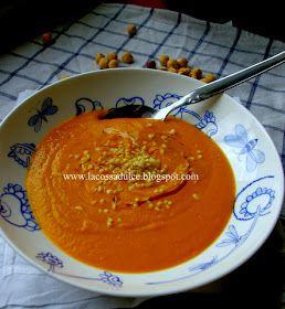 Os traigo una nueva crema de zanahorias, con un toque de naranja y acompañada de unas avellanas picadas, una idea deliciosa inspir...