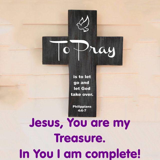 Filipenses 4:6-7: No se inquieten por nada; más bien, en toda ocasión, con oración y ruego, presenten sus peticiones a Dios y denle gracias. Y la paz de Dios, que sobrepasa todo entendimiento, cuidará sus corazones y sus pensamientos en Cristo Jesús.