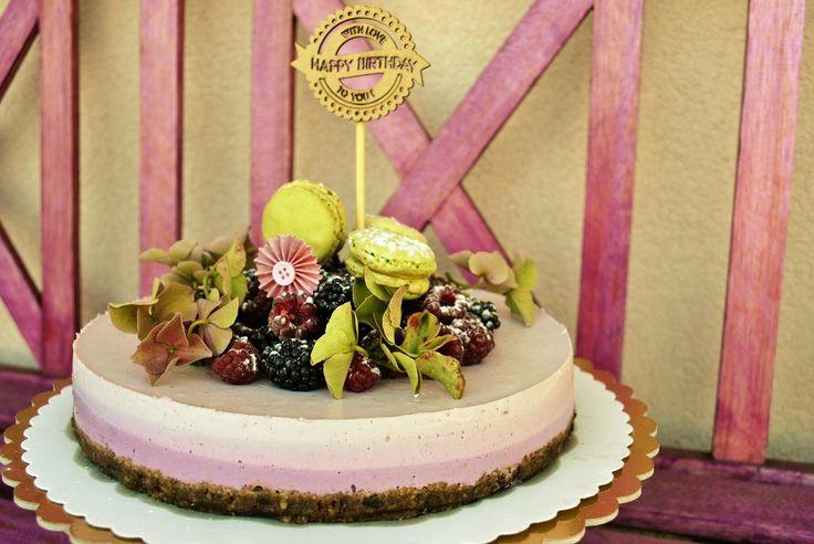 Forrest fruit vegan cake