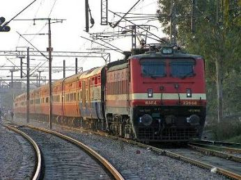 Indian Railways Starts SMS Alert Service for Cancelled Trains Indian Railways have begun sending SMS alerts to passengers if the train they have booked tickets for is cancelled. http://www.vishvagujarat.com/indian-railways-starts-sms-alert-service-for-cancelled-trains/