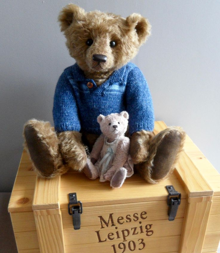 Oliver (42cm) by Jane Humme.  A teddybear made exclusively for Teddy Bears of Witney - Witney's Catalogue of 2017.