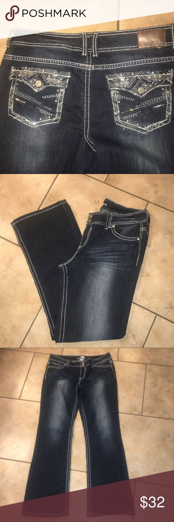 Maurice's sz 13/14 reg white stitching bling EUC Maurice's sz 13/14 reg white stitching bling EUC. Worn 2 times. Maurices Jeans