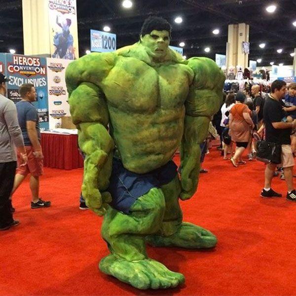 El mejor cosplay de Hulk de la historia. #humor #risa #graciosas #chistosas #divertidas