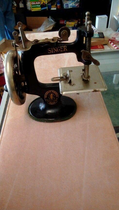 Singer Child's Toy Sewing Machine #singer