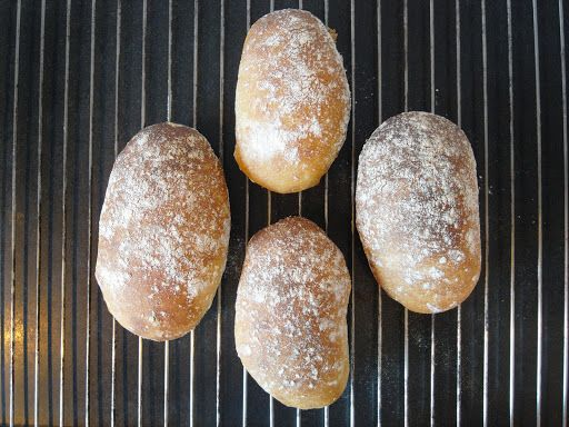 Uppdraget slutfört, de här får duga! Mitt egenpåtagna uppdrag gick ut på att göra ett enkelt vardagsfrukostbröd som inte kräver jäsnin...