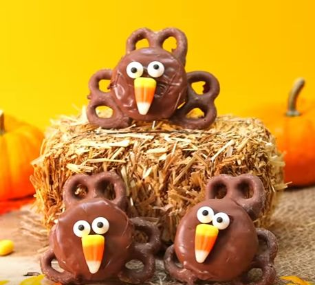 I think these Thanksgiving Oreo Turkeys look so delicious a really great recipe that you could get children to help make .. they look so great for that party treat...