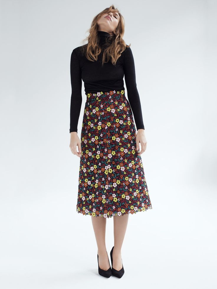 Franca - A gorgeous embroidered floral fabric that we have turned into a trendy A-line midi skirt. The material's stability lends the skirt its special swing – and is sure to enchant you, time and again. Swiss made