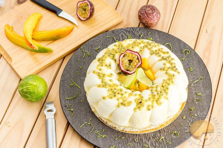 Entremet passionnément irrésistible : mousse légère au fromage blanc, crémeux mangue / passion et pulpe de fruits de la passion