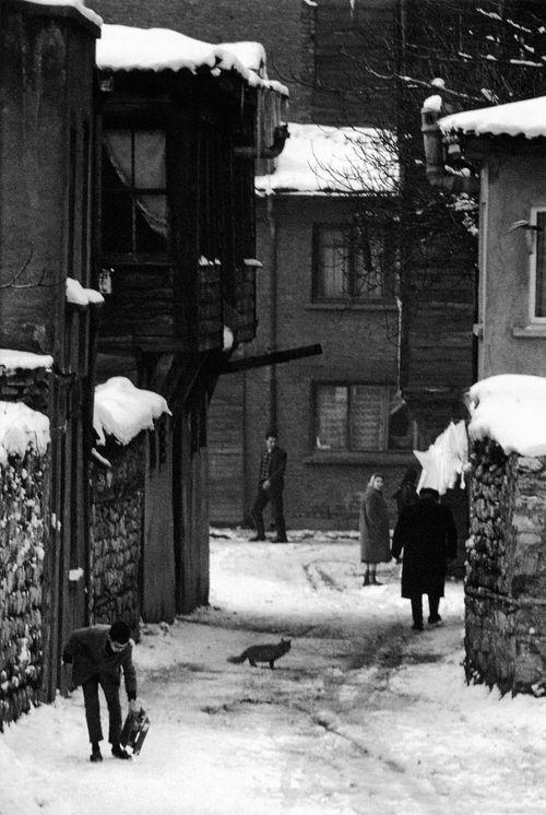 sirkeci, 1968 photo by ara güler, from ara gülers istanbul